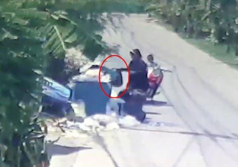 Bị mẹ vứt ra bãi rác, bé sơ sinh suýt chết khi phơi mình suốt 4 tiếng đồng hồ giữa trời nắng nóng - Ảnh 2