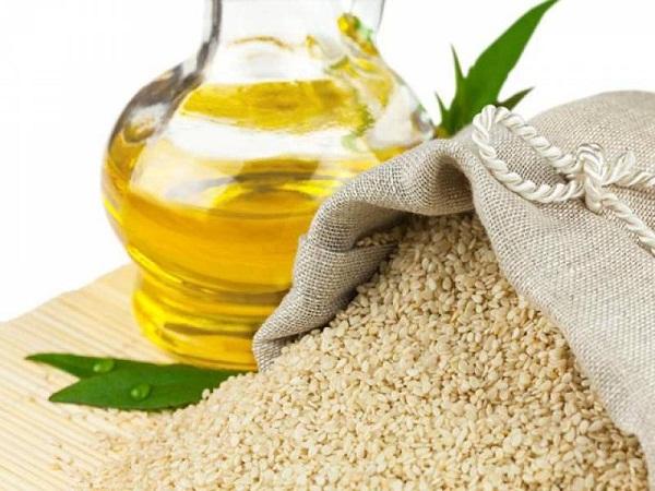 Ở nhà có sẵn lọ dầu mè mà không biết đến 8 cách dùng để trị mụn, chống lão hóa và dưỡng trắng da này thì quá phí 'thần dược' trời ban - Ảnh 4