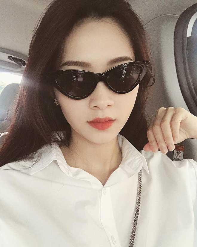 Sau 4 tháng ở cữ, Hoa hậu Đặng Thu Thảo 'lột xác' khi đi làm, con gái cũng không nhận ra mẹ - Ảnh 1