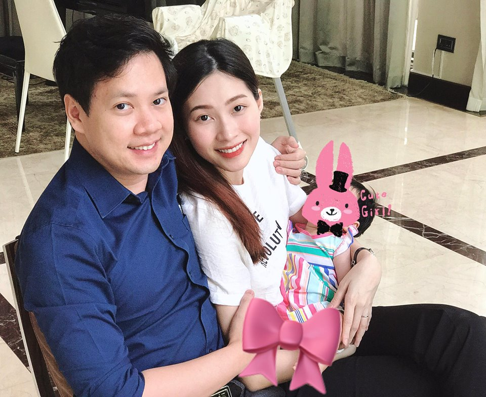 Sau 4 tháng ở cữ, Hoa hậu Đặng Thu Thảo 'lột xác' khi đi làm, con gái cũng không nhận ra mẹ - Ảnh 4