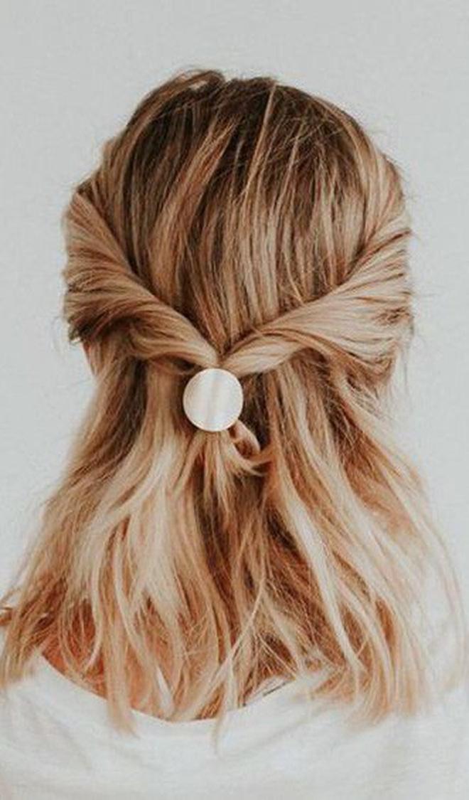 3 kiểu tóc buộc vội cũng đẹp mê ly, chị em công sở ngại gì mà không thử luôn - Ảnh 1