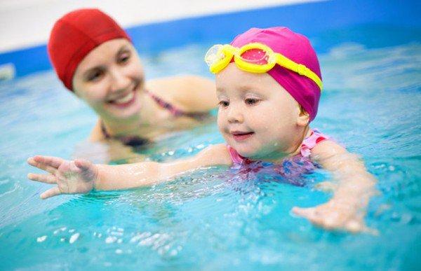 Cho con đi học bơi ngày hè, mẹ cần lưu ý kĩ những điều này - Ảnh 1