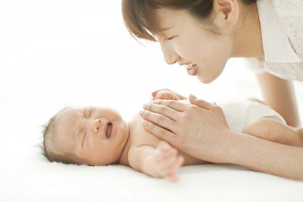 Nhận biết trẻ sơ sinh bị sôi bụng qua đặc điểm phân của trẻ - Ảnh 3