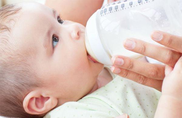 Nhận biết trẻ sơ sinh bị sôi bụng qua đặc điểm phân của trẻ - Ảnh 6