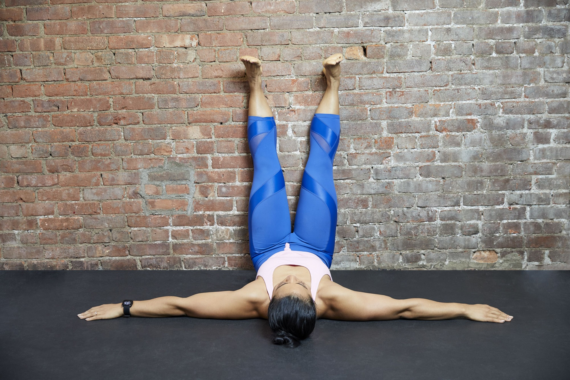 5 tác dụng bất ngờ của bài tập dựa chân vào tường: Giảm đau, đánh bay mỡ bụng - Ảnh 2