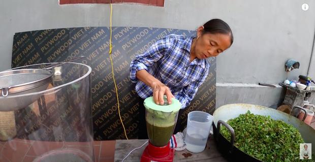 Bà Tân trổ tài làm cốc rau má đậu xanh siêu to khổng lồ, nhưng dân mạng chỉ chăm chăm chú ý tới câu 'lỡ lời' của Hưng Vlog - Ảnh 2