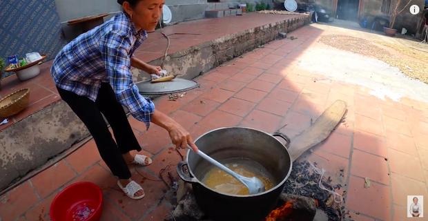 Bà Tân trổ tài làm cốc rau má đậu xanh siêu to khổng lồ, nhưng dân mạng chỉ chăm chăm chú ý tới câu 'lỡ lời' của Hưng Vlog - Ảnh 4