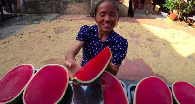 Bà Tân Vlog bị chê để móng tay bẩn làm đồ ăn, nhưng lời giải thích mới thực sự 'đi vào lòng người' - Ảnh 4