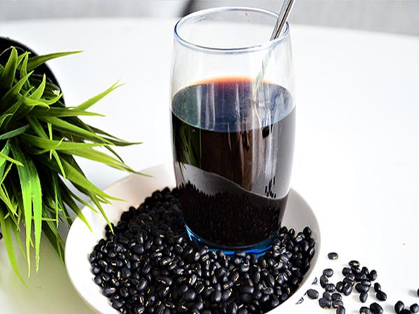 Những người nào không nên dùng nước đậu đen? - Ảnh 1