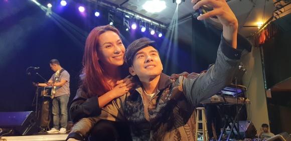 Không chỉ tích cực mời mọc chụp ảnh selfie, Phi Nhung còn múa minh hoạ cho Đan Trường - Ảnh 1