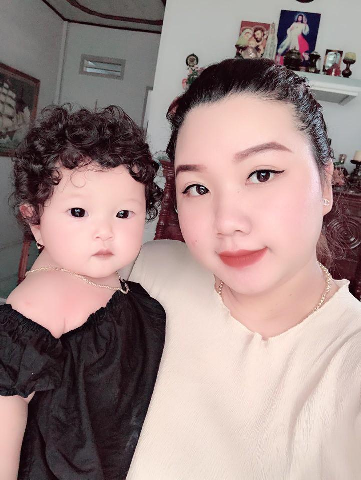 Cư dân mạng 'nháo nhác' với bé gái có mái tóc xoăn tít thò lò, trông không khác gì Công Phượng - Ảnh 5