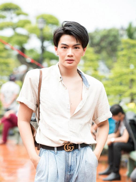 Đào Bá Lộc bị chỉ trích vì phanh ngực áo khi đi cúng Tổ nghề sân khấu - Ảnh 2