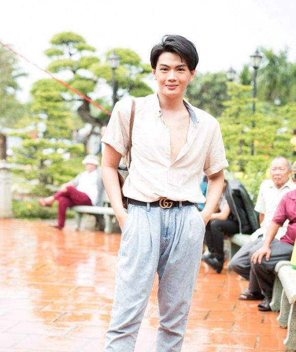 Đào Bá Lộc bị chỉ trích vì phanh ngực áo khi đi cúng Tổ nghề sân khấu - Ảnh 3
