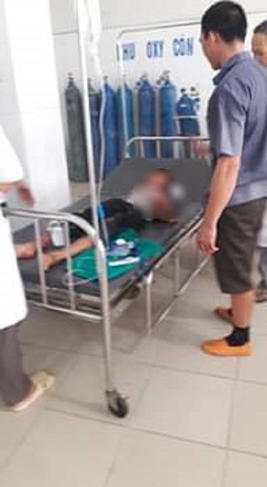 Vụ cháu bé bị bác họ chém đứt lìa tay ở Bắc Giang: Nạn nhân vô cùng sợ hãi, hoảng loạn khi tỉnh lại - Ảnh 2