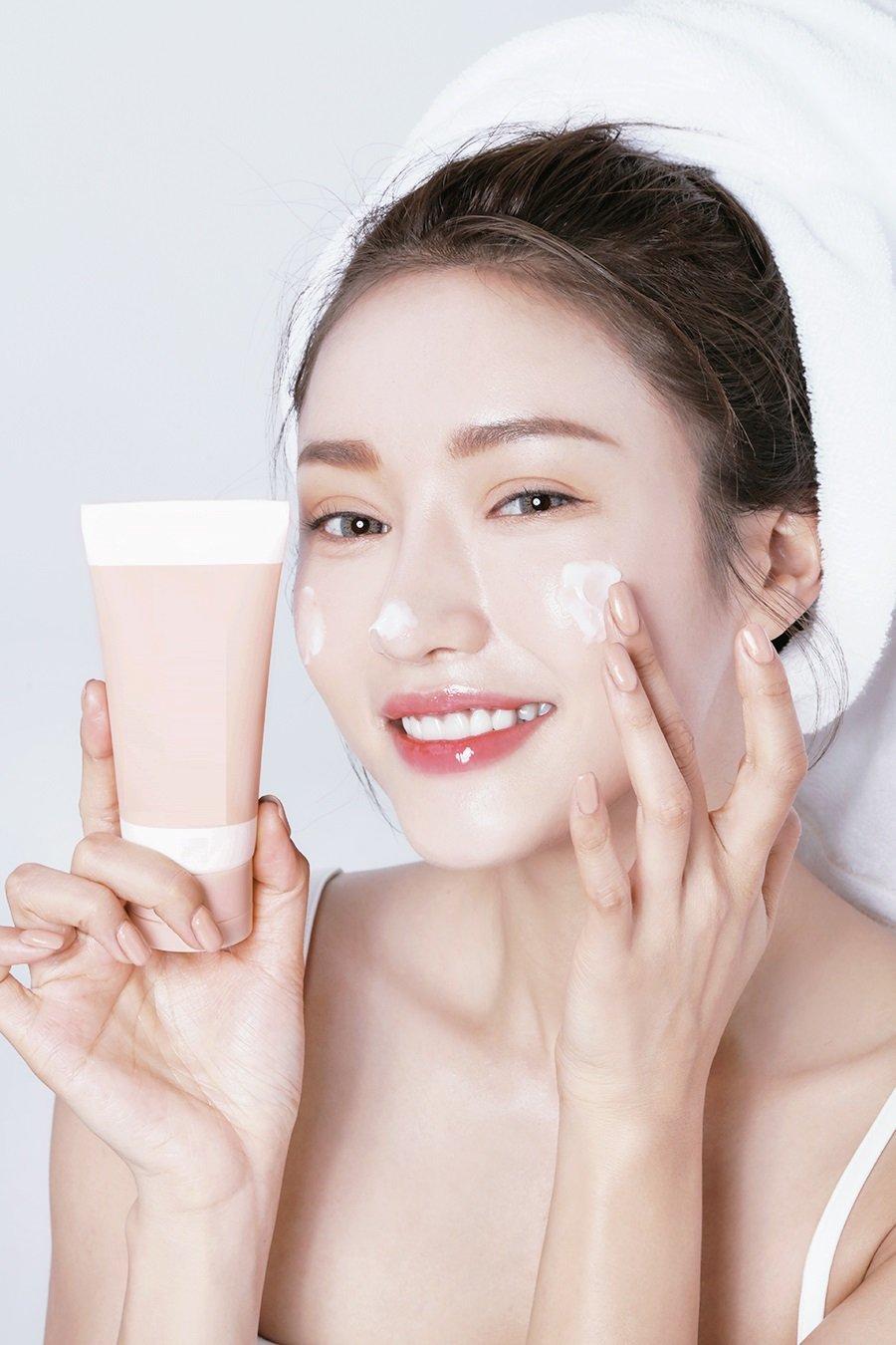 Chuyên gia nổi tiếng tiết lộ chỉ cần làm điều này mỗi ngày, phụ nữ sẽ đẩy lùi lão hóa và sở hữu làn da