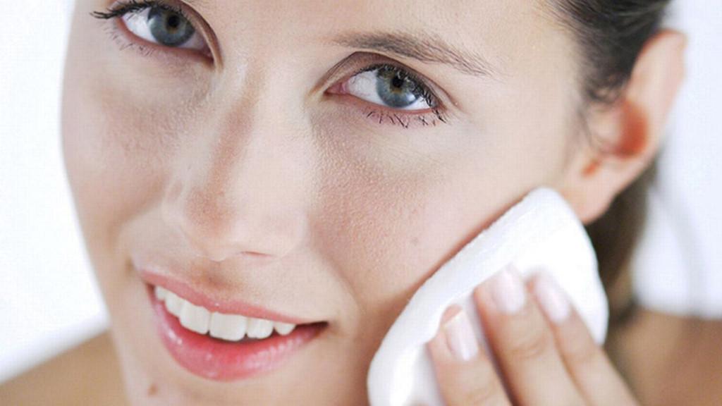 Nếu mắc phải thói quen sai lầm này thì đừng hỏi tại sao chăm đắp mặt nạ, siêng dùng mỹ phẩm mà da vẫn đầy mụn, dễ kích ứng - Ảnh 1
