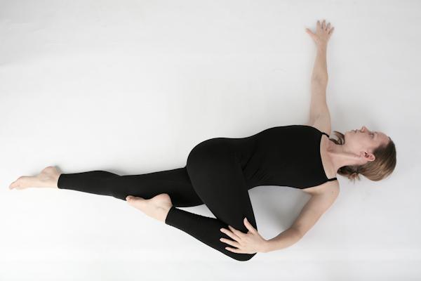 8 động tác giúp giảm đau lưng, tiêu diệt mỡ thừa vùng lườn - Ảnh 5