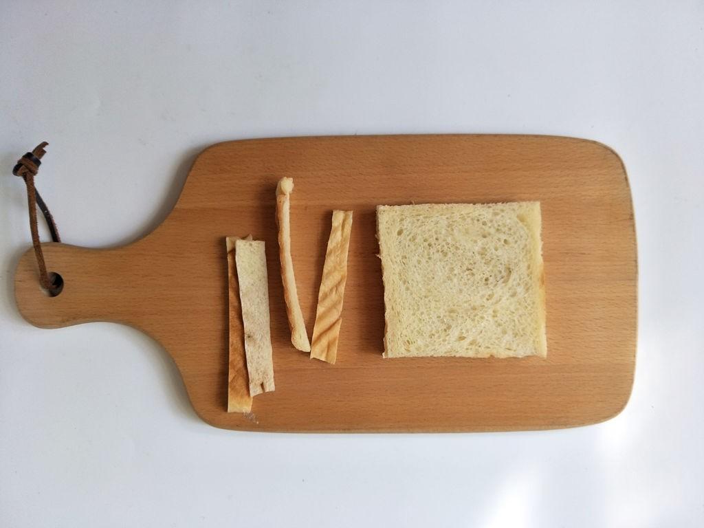 Chỉ cần 15 phút có ngay bữa sáng ngon với món bánh mỳ cuộn xúc xích - Ảnh 1