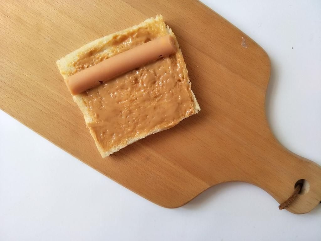 Chỉ cần 15 phút có ngay bữa sáng ngon với món bánh mỳ cuộn xúc xích - Ảnh 3