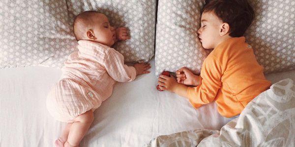 Bố mẹ cần sửa ngay cho con 8 sai lầm khi ngủ dưới đây nếu không muốn trẻ ốm yếu, chậm phát triển - Ảnh 2
