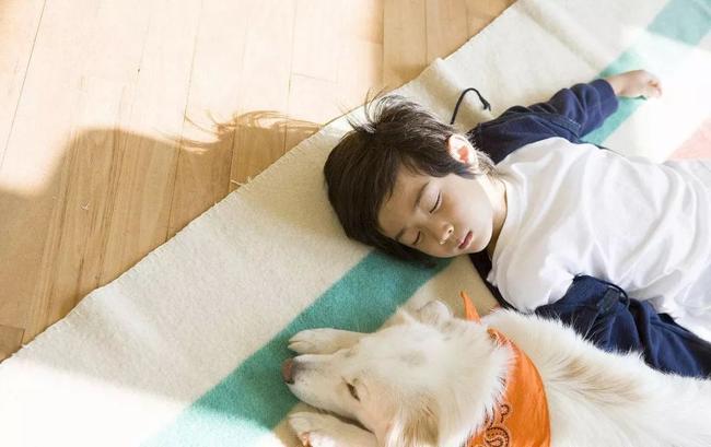 Bố mẹ cần sửa ngay cho con 8 sai lầm khi ngủ dưới đây nếu không muốn trẻ ốm yếu, chậm phát triển - Ảnh 3