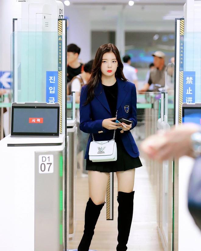 """5 cách diện chân váy ngắn 'max' xinh của idol Hàn: Nàng nào cũng nên biết để còn """"hack' dáng ảo diệu với người ta - Ảnh 2"""