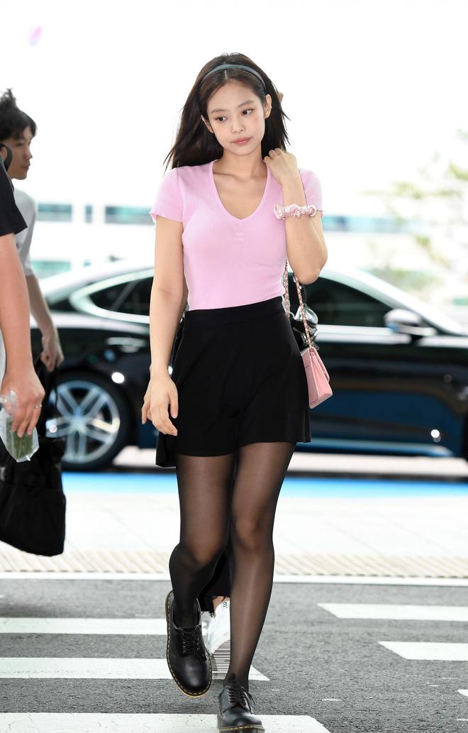 """5 cách diện chân váy ngắn 'max' xinh của idol Hàn: Nàng nào cũng nên biết để còn """"hack' dáng ảo diệu với người ta - Ảnh 3"""