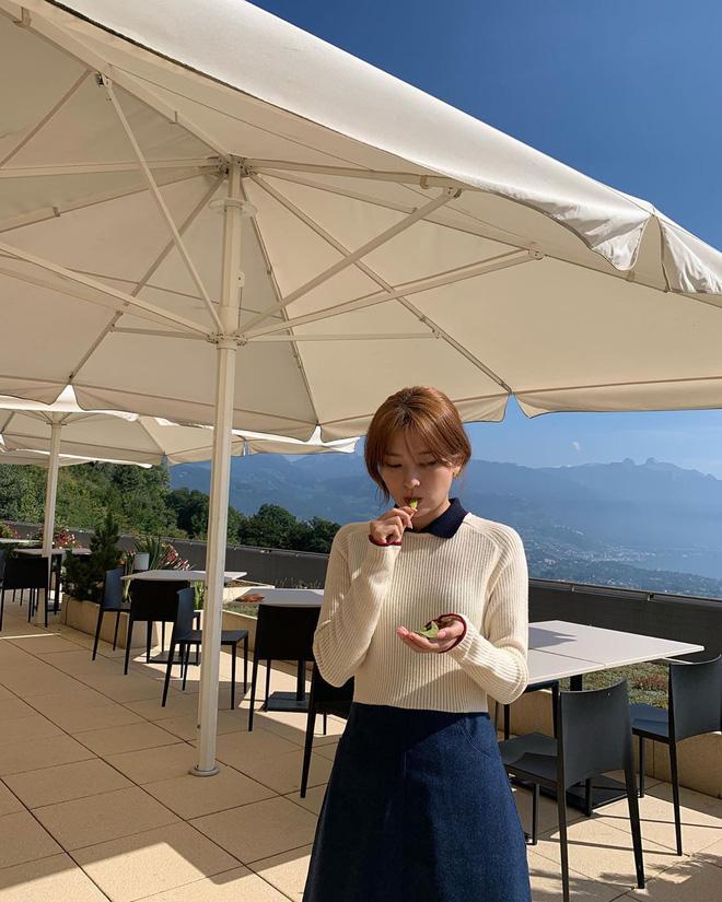 """5 cách diện chân váy ngắn 'max' xinh của idol Hàn: Nàng nào cũng nên biết để còn """"hack' dáng ảo diệu với người ta - Ảnh 4"""