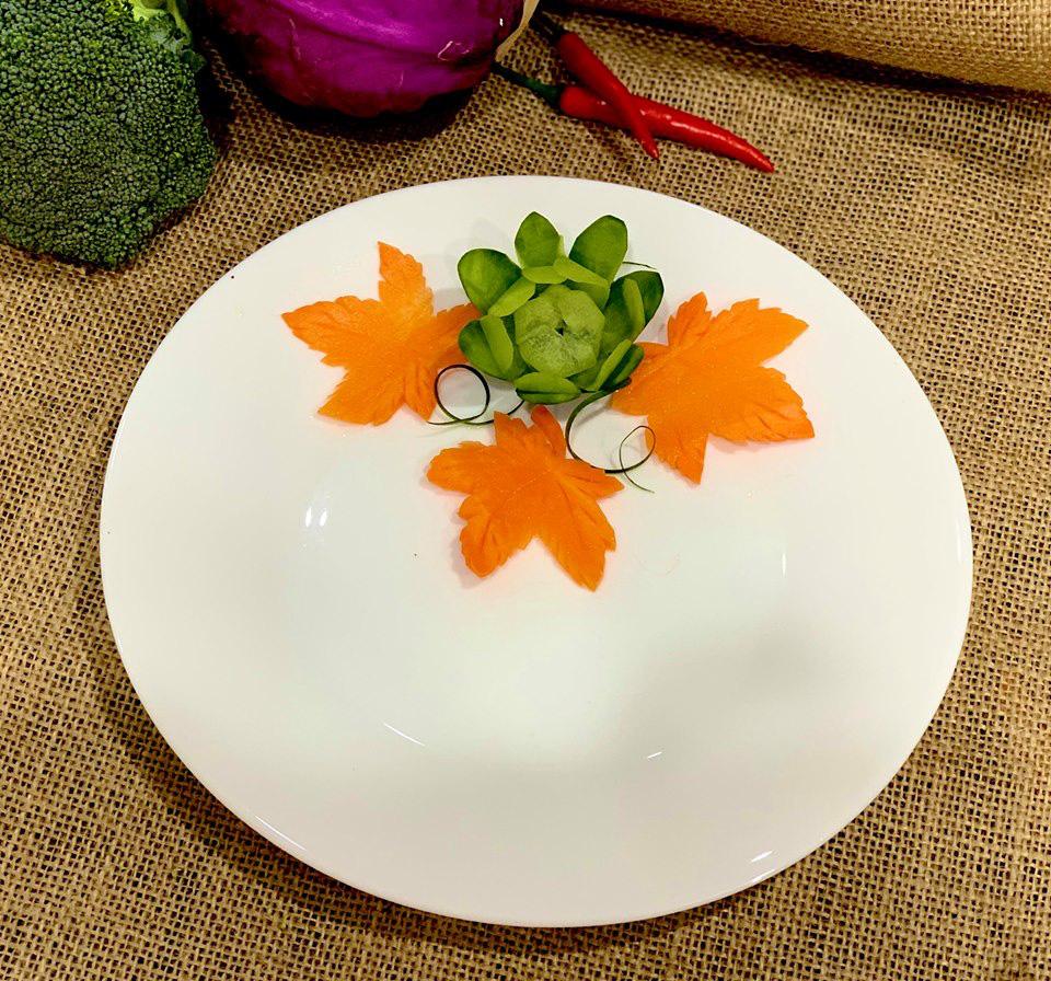Học ngay cách cắt tỉa cà rốt thành lá phong trang trí đĩa ăn thật đẹp và lãng mạn - Ảnh 6