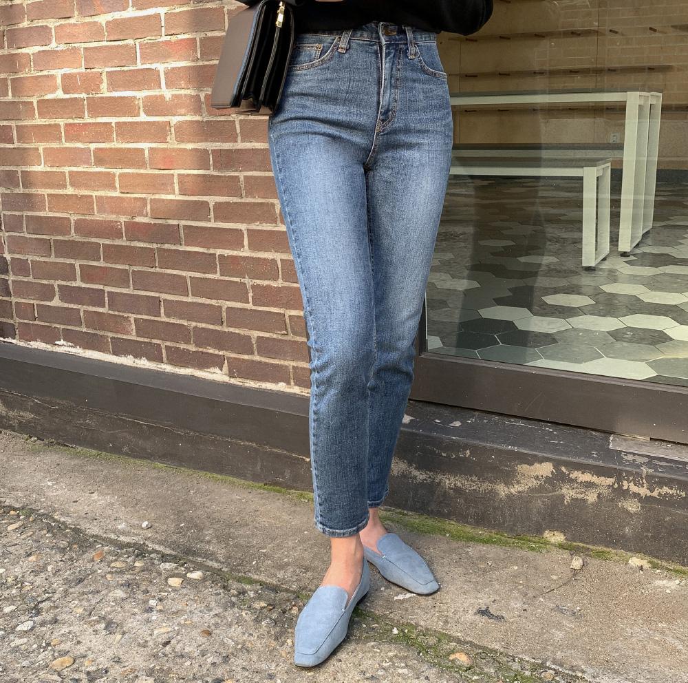 Diện quần jeans, chưa chắc là bạn đã có vẻ ngoài sành điệu nếu không mix với 4 mẫu giày sau đây - Ảnh 12