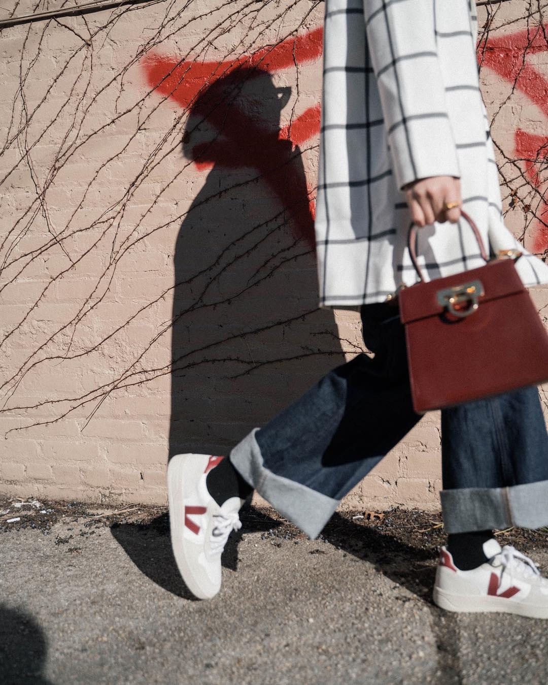 Diện quần jeans, chưa chắc là bạn đã có vẻ ngoài sành điệu nếu không mix với 4 mẫu giày sau đây - Ảnh 9