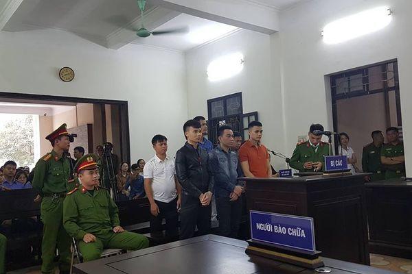 Khá 'bảnh' được áp giải tới tòa, xuất hiện nhân vật tên Vỹ - Ảnh 2