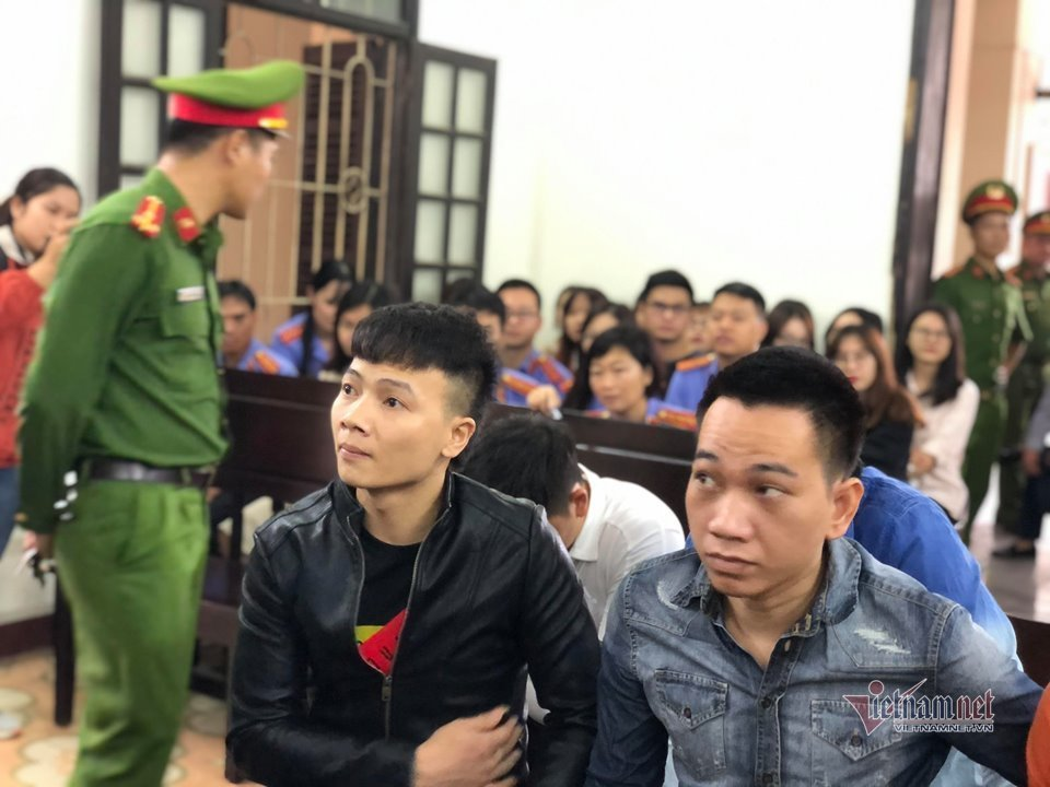 Khá 'bảnh' được áp giải tới tòa, xuất hiện nhân vật tên Vỹ - Ảnh 4