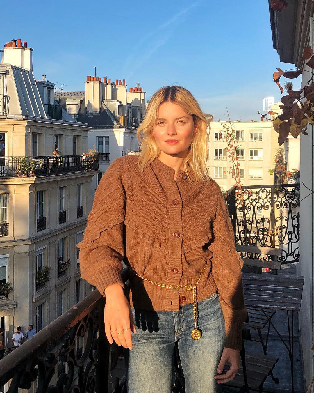 Không thể kìm lòng trước 5 cách diện áo len đẹp xỉu của phụ nữ Pháp, bạn sẽ muốn áp dụng bằng hết mới được - Ảnh 1