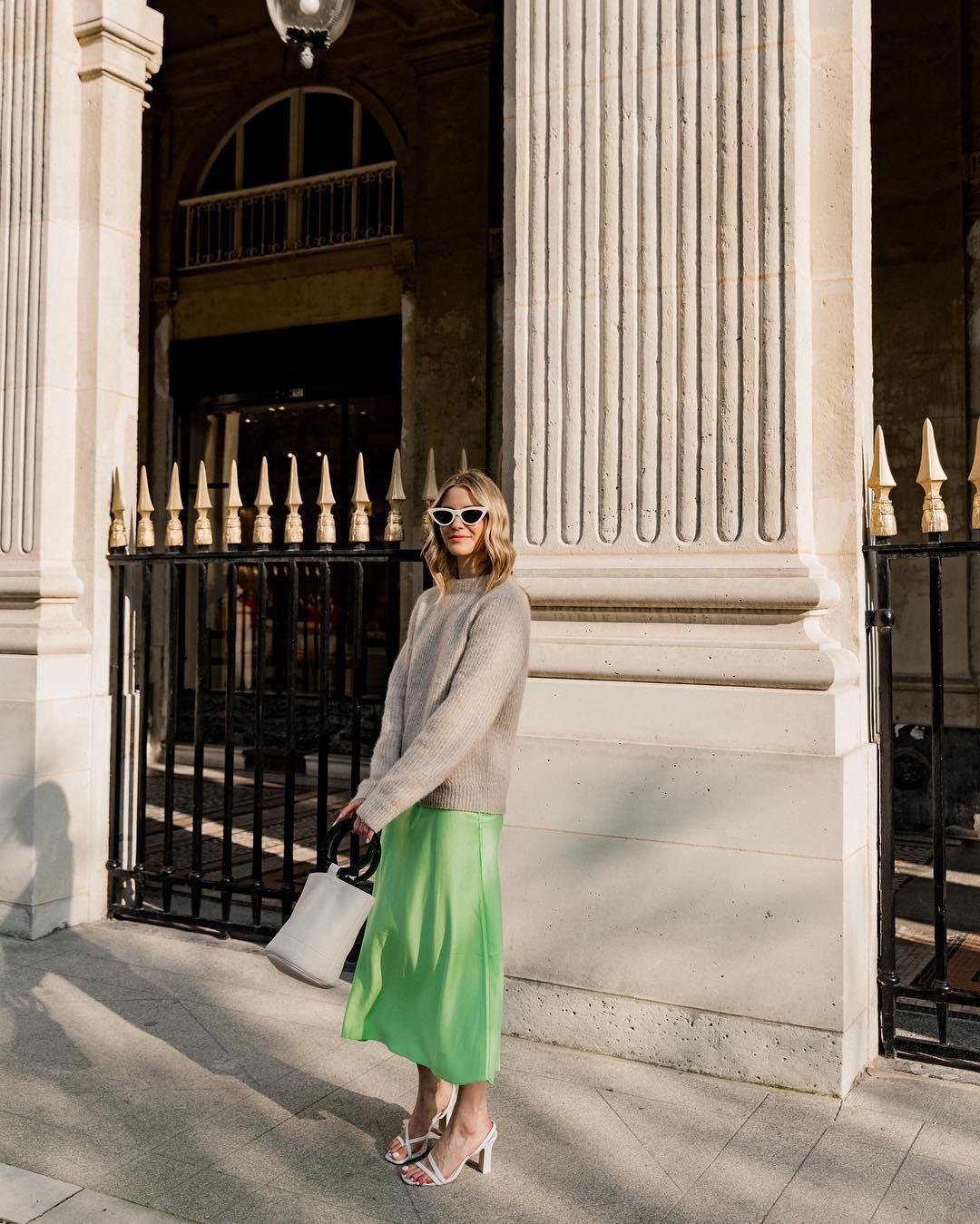 Không thể kìm lòng trước 5 cách diện áo len đẹp xỉu của phụ nữ Pháp, bạn sẽ muốn áp dụng bằng hết mới được - Ảnh 11