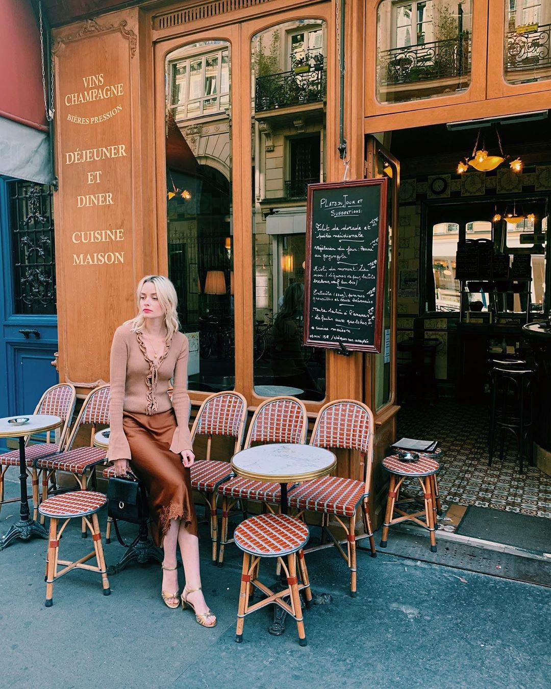 Không thể kìm lòng trước 5 cách diện áo len đẹp xỉu của phụ nữ Pháp, bạn sẽ muốn áp dụng bằng hết mới được - Ảnh 12