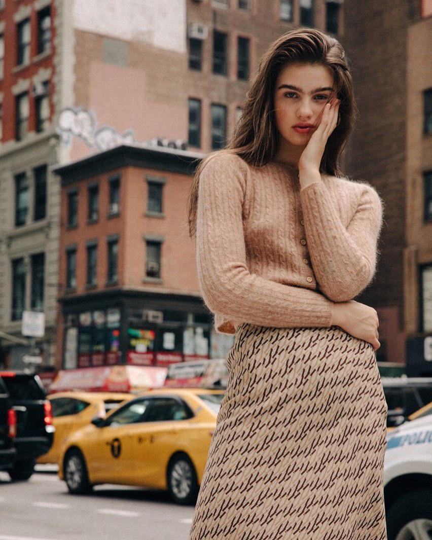 Không thể kìm lòng trước 5 cách diện áo len đẹp xỉu của phụ nữ Pháp, bạn sẽ muốn áp dụng bằng hết mới được - Ảnh 14