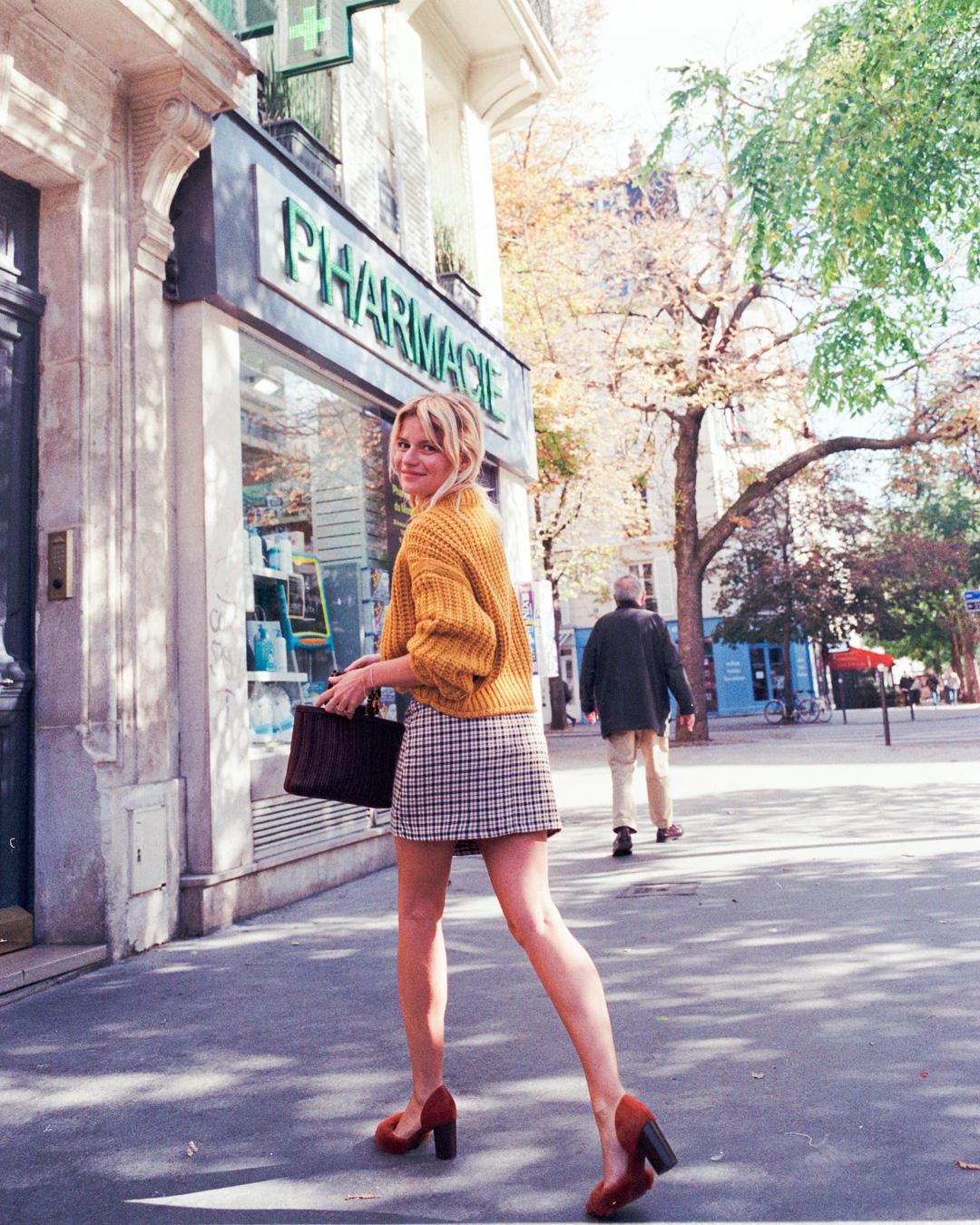 Không thể kìm lòng trước 5 cách diện áo len đẹp xỉu của phụ nữ Pháp, bạn sẽ muốn áp dụng bằng hết mới được - Ảnh 15