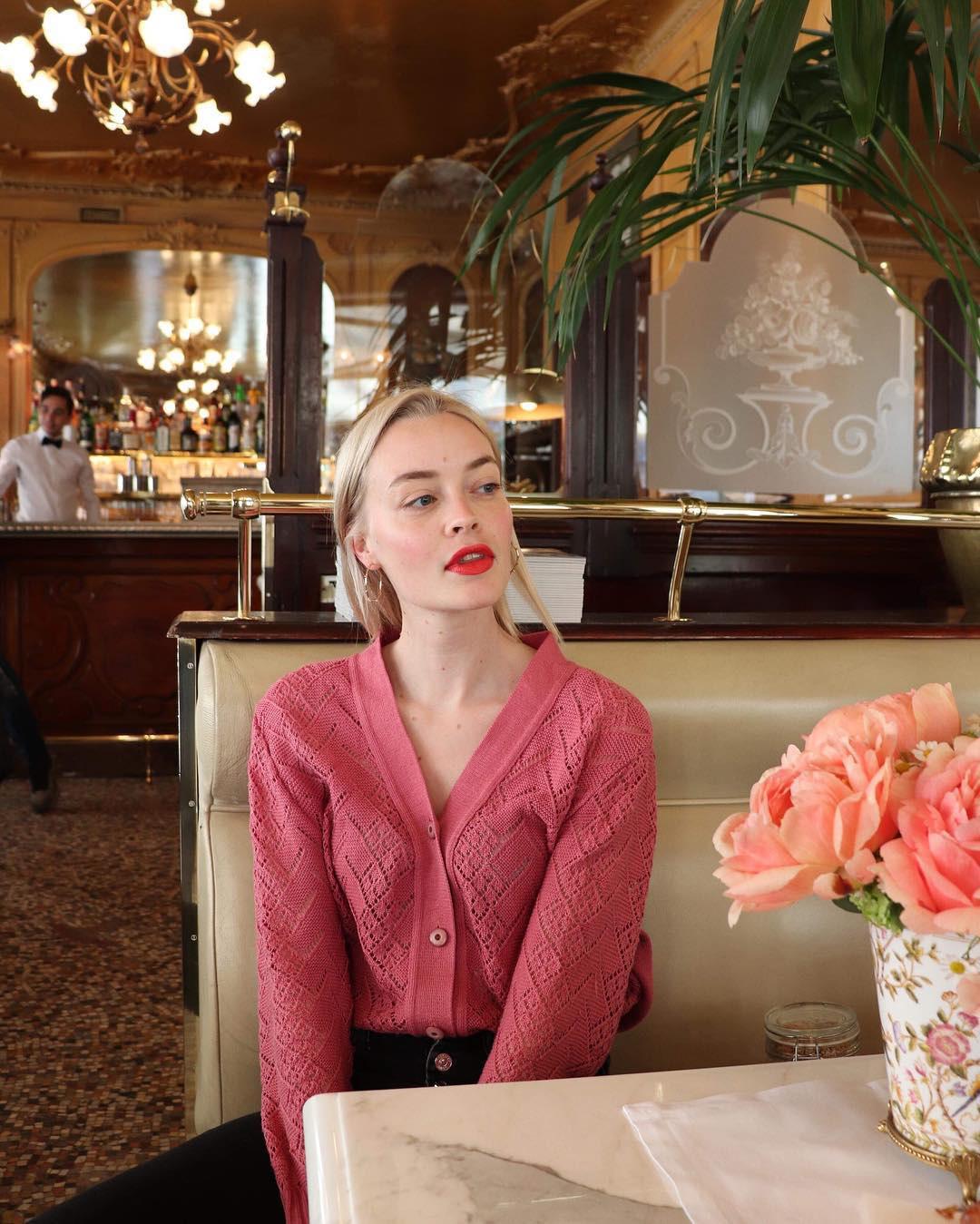 Không thể kìm lòng trước 5 cách diện áo len đẹp xỉu của phụ nữ Pháp, bạn sẽ muốn áp dụng bằng hết mới được - Ảnh 3