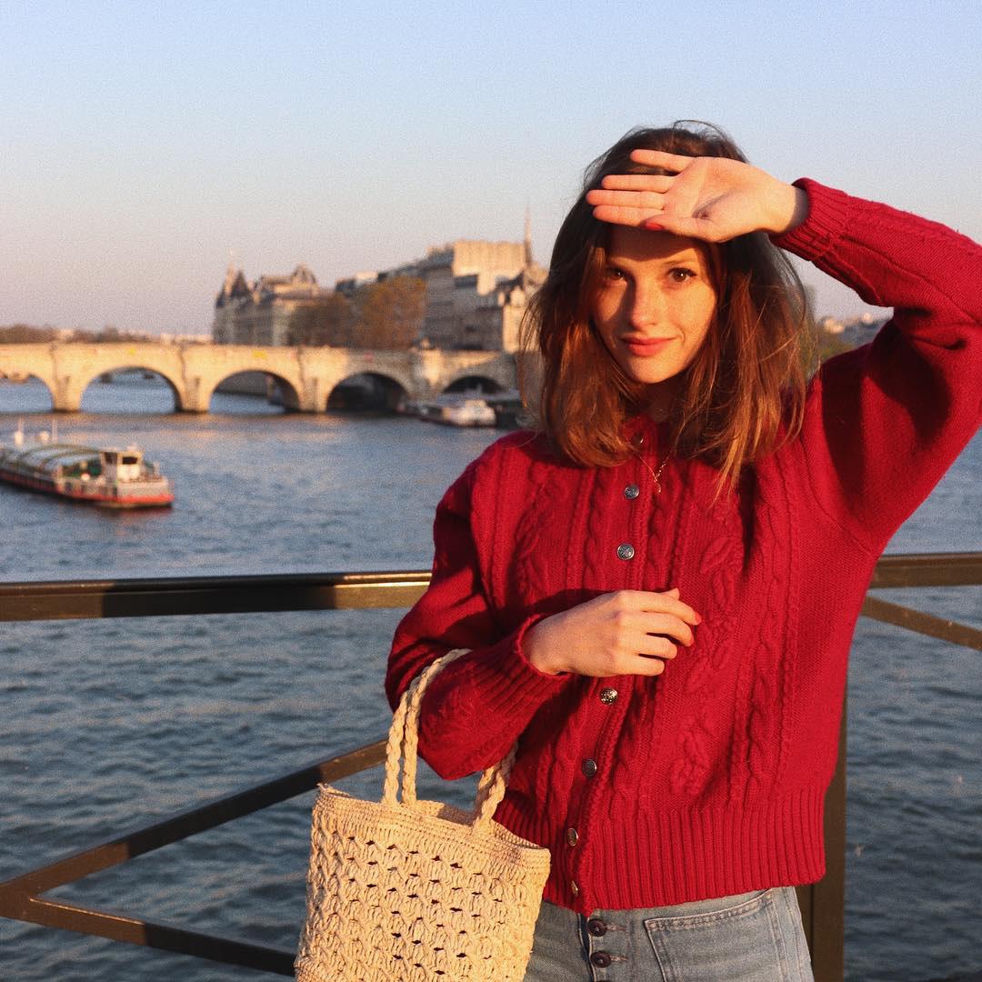 Không thể kìm lòng trước 5 cách diện áo len đẹp xỉu của phụ nữ Pháp, bạn sẽ muốn áp dụng bằng hết mới được - Ảnh 4