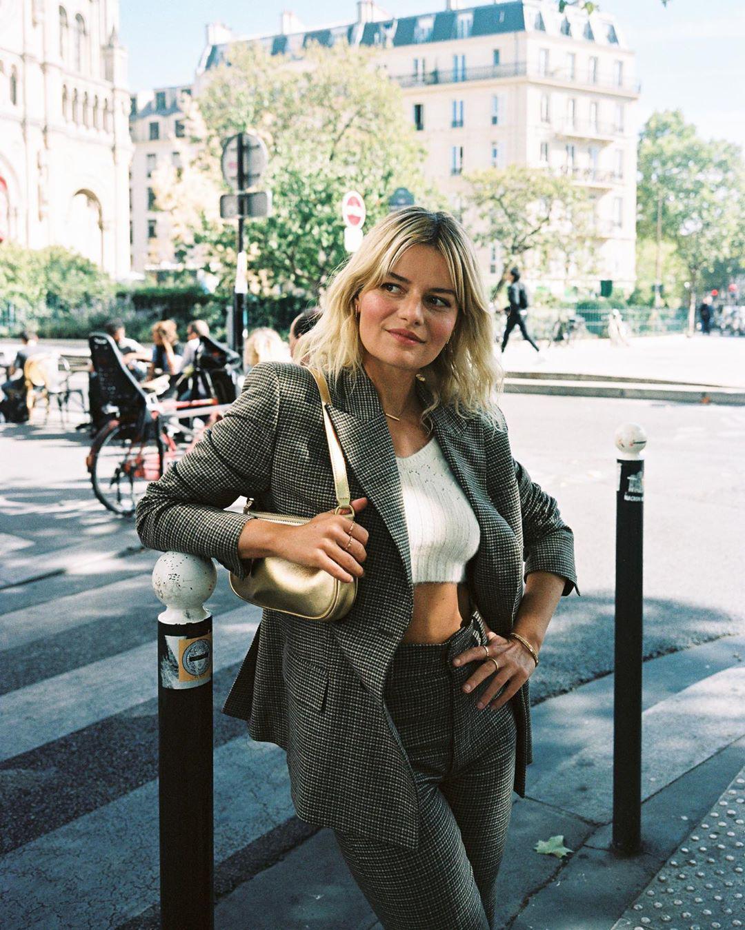 Không thể kìm lòng trước 5 cách diện áo len đẹp xỉu của phụ nữ Pháp, bạn sẽ muốn áp dụng bằng hết mới được - Ảnh 10