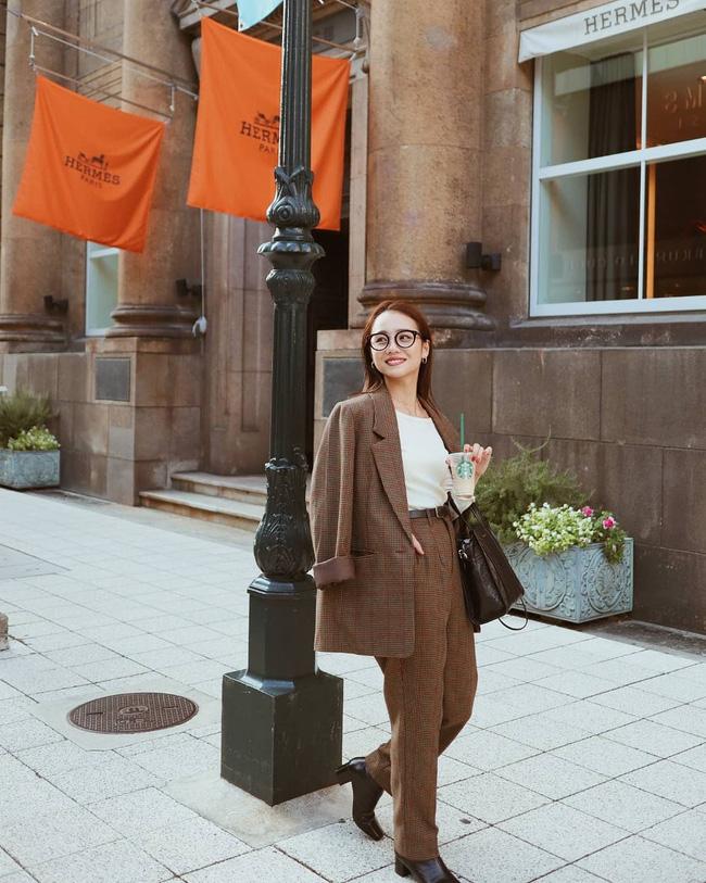 Nhìn street style Châu Á chỉ muốn trời lạnh thêm 1 tí nữa để thoải mái diện áo len 'to sụ' - Ảnh 1