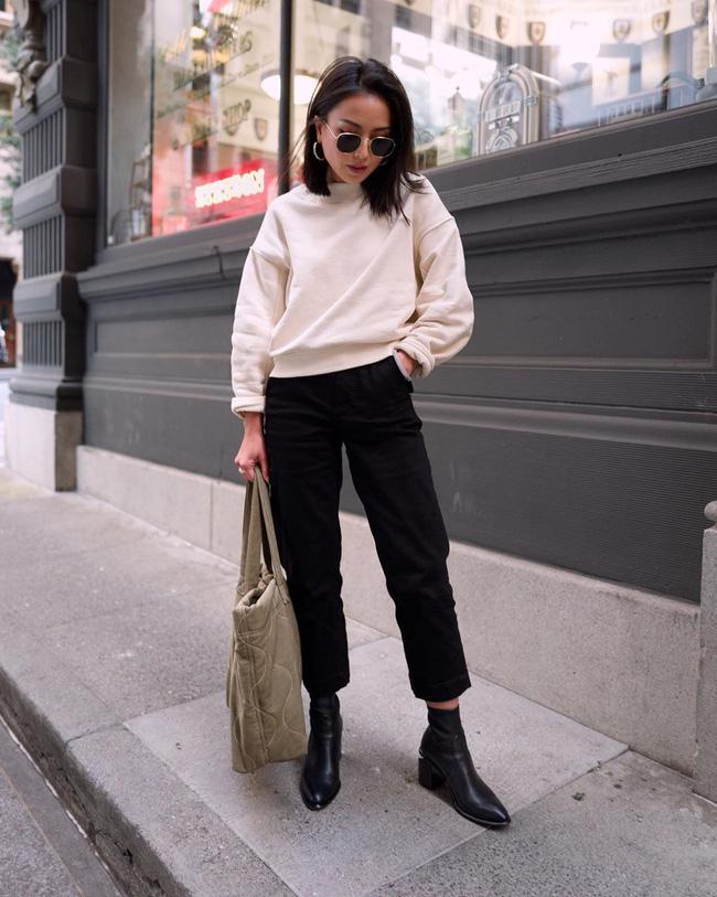 Nhìn street style Châu Á chỉ muốn trời lạnh thêm 1 tí nữa để thoải mái diện áo len 'to sụ' - Ảnh 11