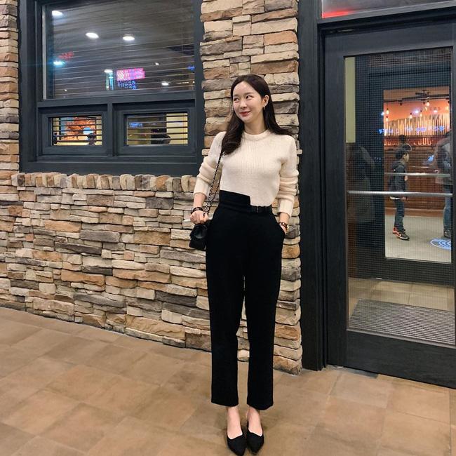 Nhìn street style Châu Á chỉ muốn trời lạnh thêm 1 tí nữa để thoải mái diện áo len 'to sụ' - Ảnh 5
