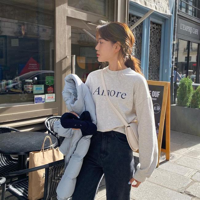 Nhìn street style Châu Á chỉ muốn trời lạnh thêm 1 tí nữa để thoải mái diện áo len 'to sụ' - Ảnh 6