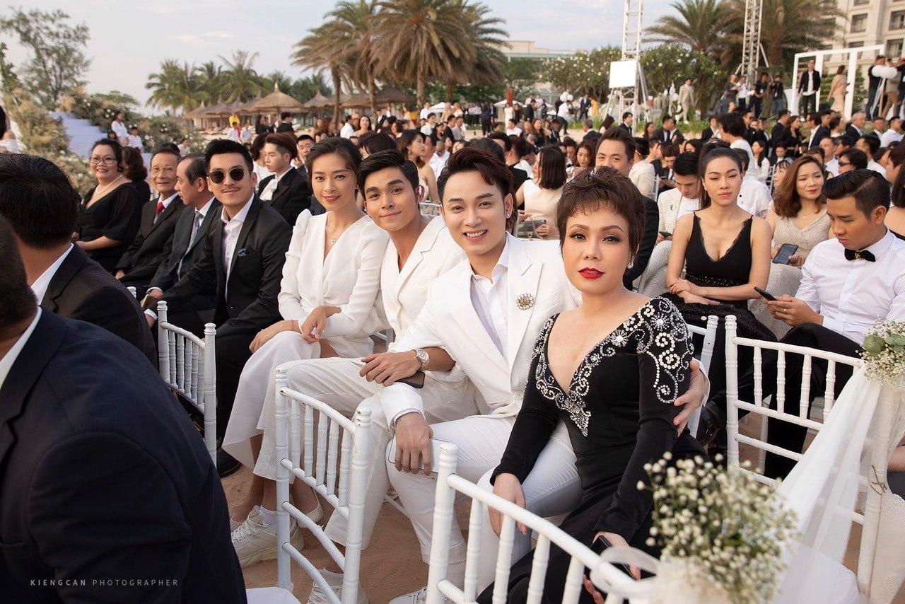 Sau 2 năm mới đi dự đám cưới, Việt Hương phản ứng bất ngờ khi bị chê 'mặc lố' - Ảnh 1
