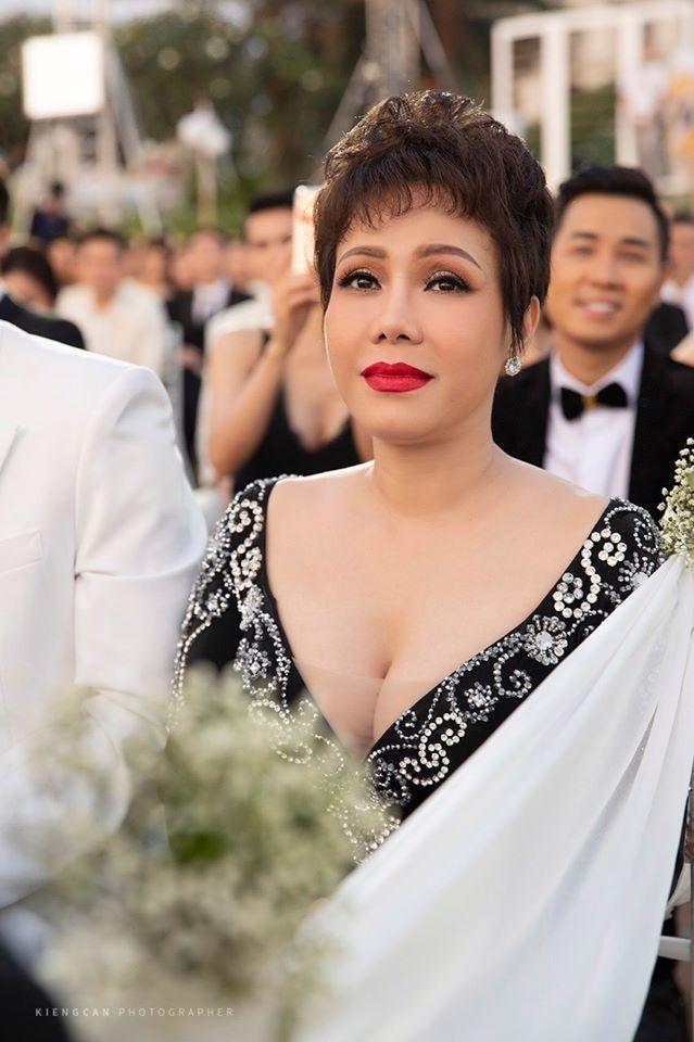 Sau 2 năm mới đi dự đám cưới, Việt Hương phản ứng bất ngờ khi bị chê 'mặc lố' - Ảnh 3