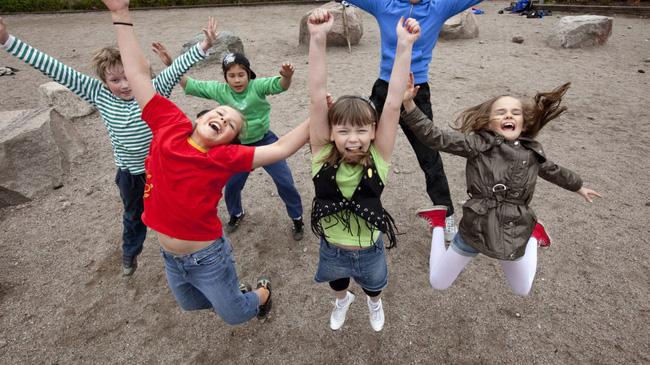 'Chơi trước, học sau' – triết lý dạy con của phụ huynh những nước hạnh phúc nhất thế giới - Ảnh 3