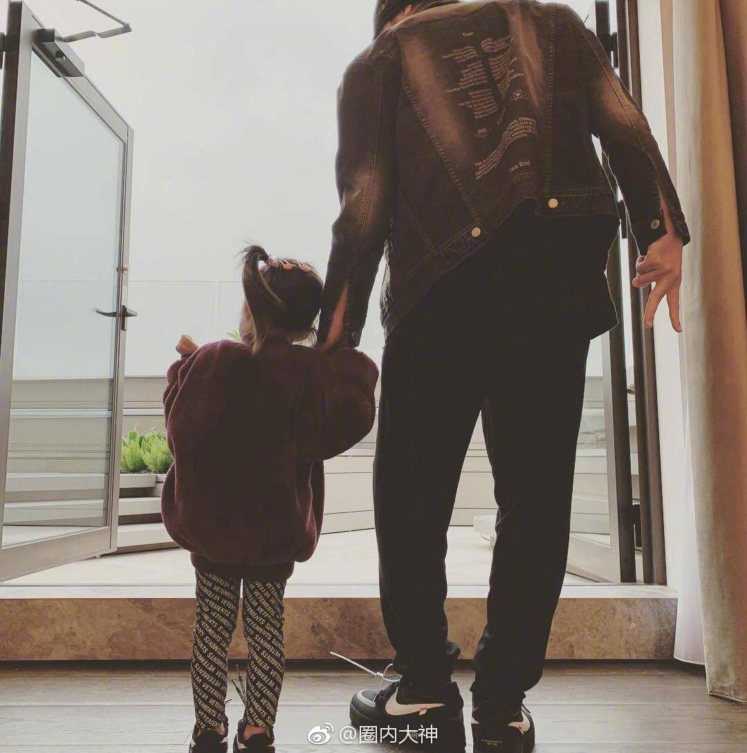 Con gái 3 tuổi của Châu Kiệt Luân gây sốt vì chiều cao vượt trội, 'lớn nhanh như thổi' - Ảnh 2