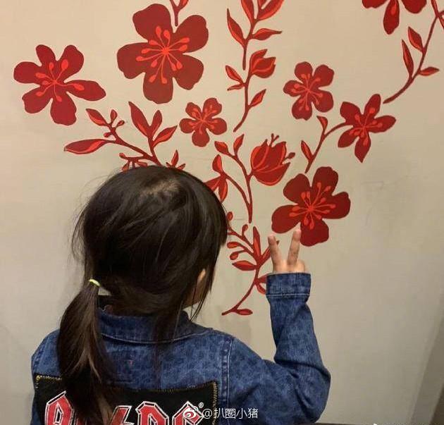 Con gái 3 tuổi của Châu Kiệt Luân gây sốt vì chiều cao vượt trội, 'lớn nhanh như thổi' - Ảnh 5